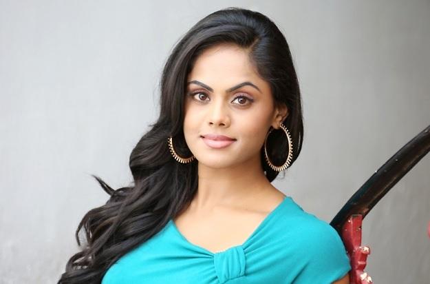 Karthika-Nair Biography | Wiki | Personal Profile | Images | aarambh serial actress | Real Name | droutinelife