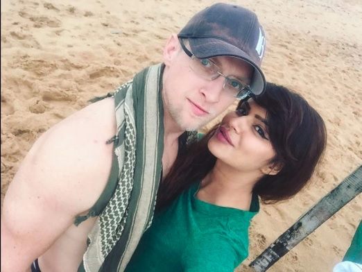Aashka Goradia and Brent Goble Pics   Aashka Goradia and Brent Goble Images  biography, Wiki, Age, Dob, Height, Weight  droutinelife