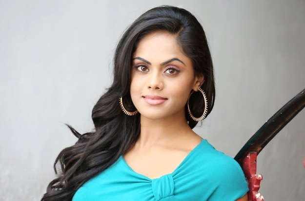 Karthika-Nair Biography | Wiki | Personal Profile | Images | aarambh serial actress | Real Name | droutinelife